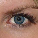 3 tones blue v detailu na původní barvě očí modré