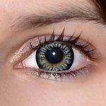 Evening grey v detailu na původní barvě očí hnědo-zelené