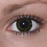Be party green v detailu na původní barvě očí hnědé