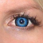 Eyelush aqua v detailu na původní barvě očí modré